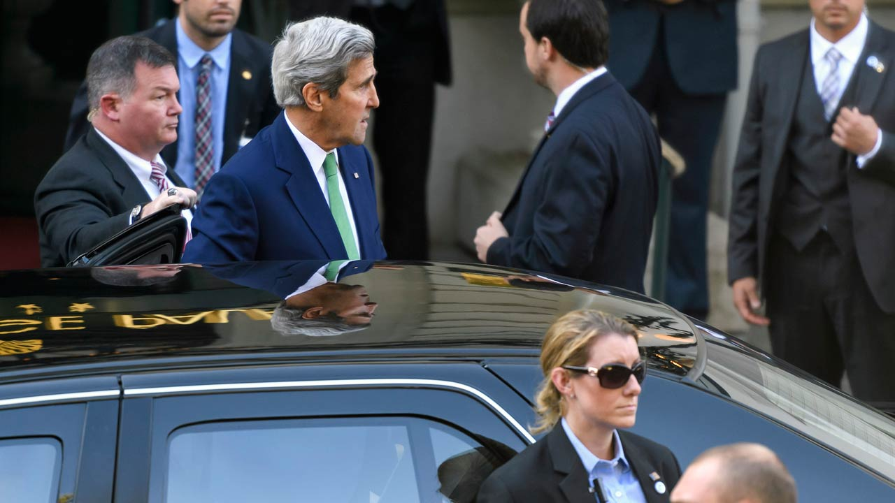 US Secretary of State John Kerry (R) arrives on October 15, 2016 in Lausanne to meet with his Russian counterpart in a bid to ease the bloodshed in Syria. Fresh diplomatic talks to end the Syrian conflict open in Switzerland on October 16, the first since Washington halted negotiations with Moscow earlier this month on efforts to revive a failed ceasefire. With violence still raging in Aleppo, US Secretary of State John Kerry is due to meet Russian Foreign Minister Sergei Lavrov and top diplomats from the UN and regional powers in Lausanne. FABRICE COFFRINI / AFP