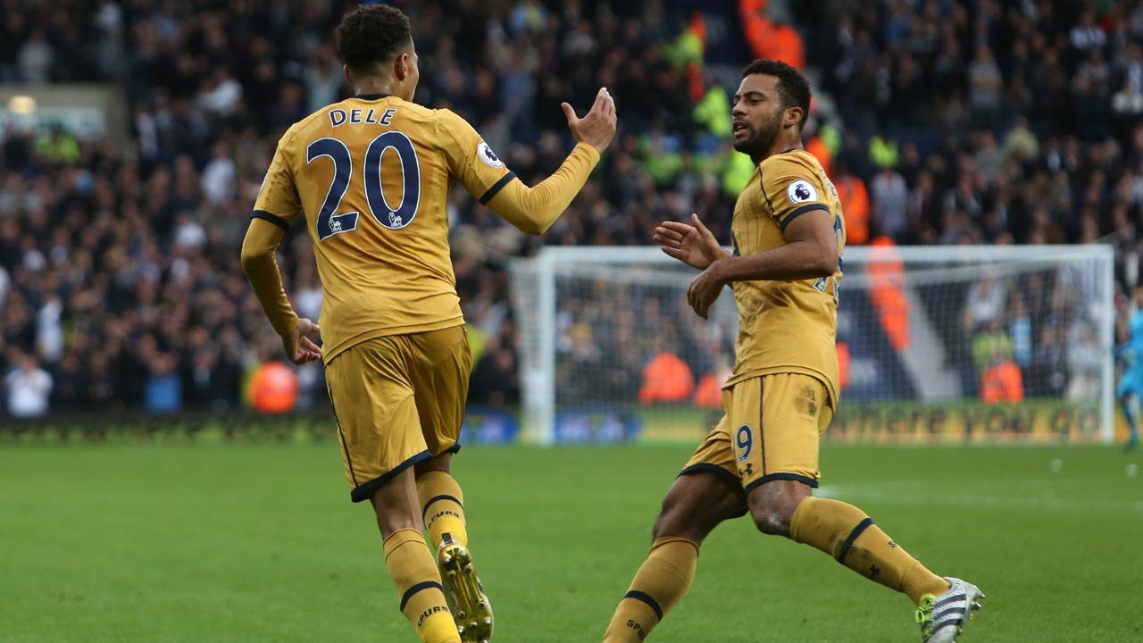 Tottenham Hotspur's English midfielder Dele Alli (L) celebrates with Tottenham Hotspur's Belgian midfielder Mousa Dembele after scoring their late equalizer during the English Premier League football match between West Bromwich Albion and Tottenham Hotspur at The Hawthorns stadium in West Bromwich, central England, on October 15, 2016. The game finished 1-1. Geoff CADDICK / AFP