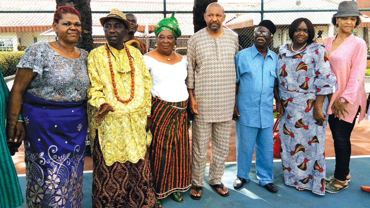 Gloria Ibru (left), President, Agbarha-Otor Improvement Union, Lagos State branch, Okparadeta Currency; Lady President, Gladis Akpere; Emmanuel Ibru; Prof.Bruce Onobrakpeya; Jero Ibru and Elvina, during the Agbarha-otor Improvement union condolence visit to the Michael Ibru residence in Lagos… yesterday. PHOTO: AYODELE ADENIRAN