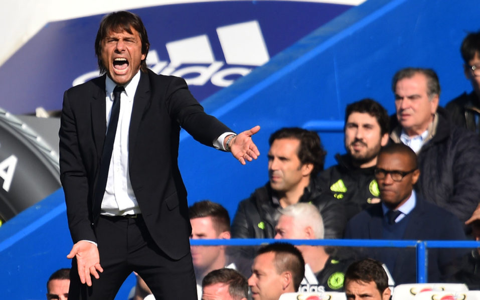 Chelsea's Italian head coach Antonio Conte gestures on the touchline during the English Premier League football match between Chelsea and Leicester City at Stamford Bridge in London on October 15, 2016. / AFP PHOTO / Glyn KIRK /