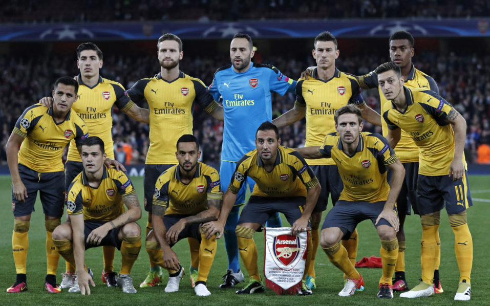 Arsenal team (L-R back row), Arsenal's Spanish defender Hector Bellerin, Arsenal's German defender Shkodran Mustafi, Arsenal's Colombian goalkeeper David Ospina, Arsenal's French defender Laurent Koscielny and Arsenal's Nigerian striker Alex Iwobi, (L-R front row) Arsenal's Chilean striker Alexis Sanchez, Arsenal's Swiss midfielder Granit Xhaka, Arsenal's English midfielder Theo Walcott, Arsenal's Spanish midfielder Santi Cazorla, Arsenal's Spanish defender Nacho Monreal and Arsenal's German midfielder Mesut Ozil line up ahead of the UEFA Champions League Group A football match between Arsenal and FC Basel at The Emirates Stadium in London on September 28, 2016. / AFP PHOTO / Adrian DENNIS