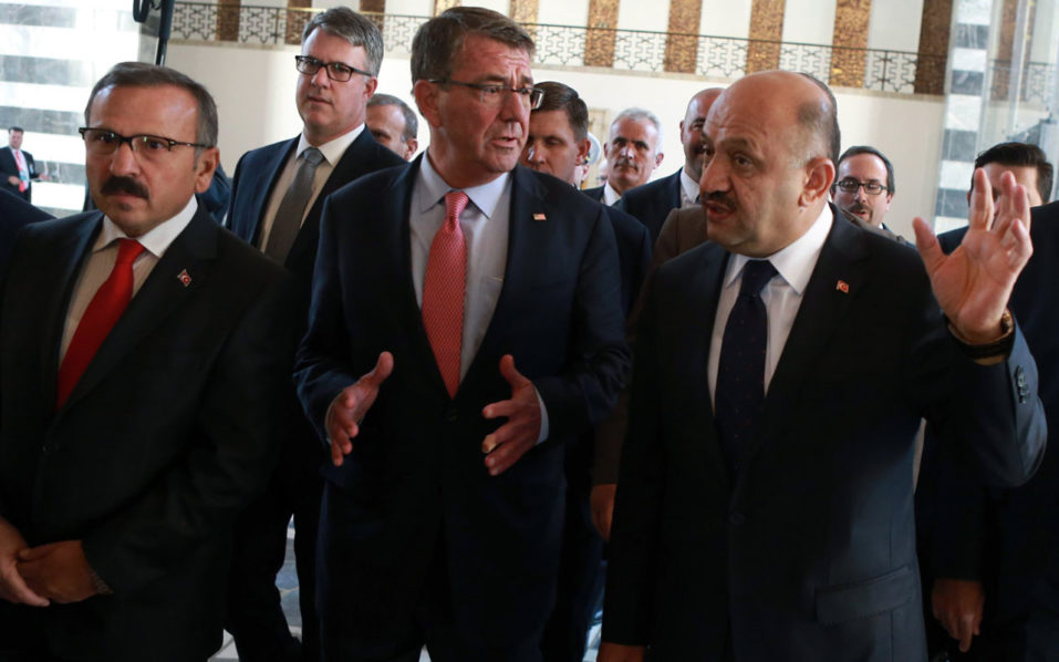 US Secretary of Defence Ashton Carter (C) visits the Grand National Assembly of Turkey (TBMM) after a meeting with Turkish Defence Minister (R) in Ankara, on October 21, 2016, following the bomb attack of the Turkish parliament during the July 15 failed military coup attempt. US Defence Secretary Ashton Carter arrived in Ankara on October 21, 2016 for talks with the leaders of Turkey, a crucial but sensitive ally in the fight against the Islamic State group.The Pentagon chief was due to meet with Turkish President Recep Tayyip Erdogan and Prime Minister Binali Yildirim, as well as Defence Minister Fikri Isik. / AFP PHOTO / ADEM ALTAN