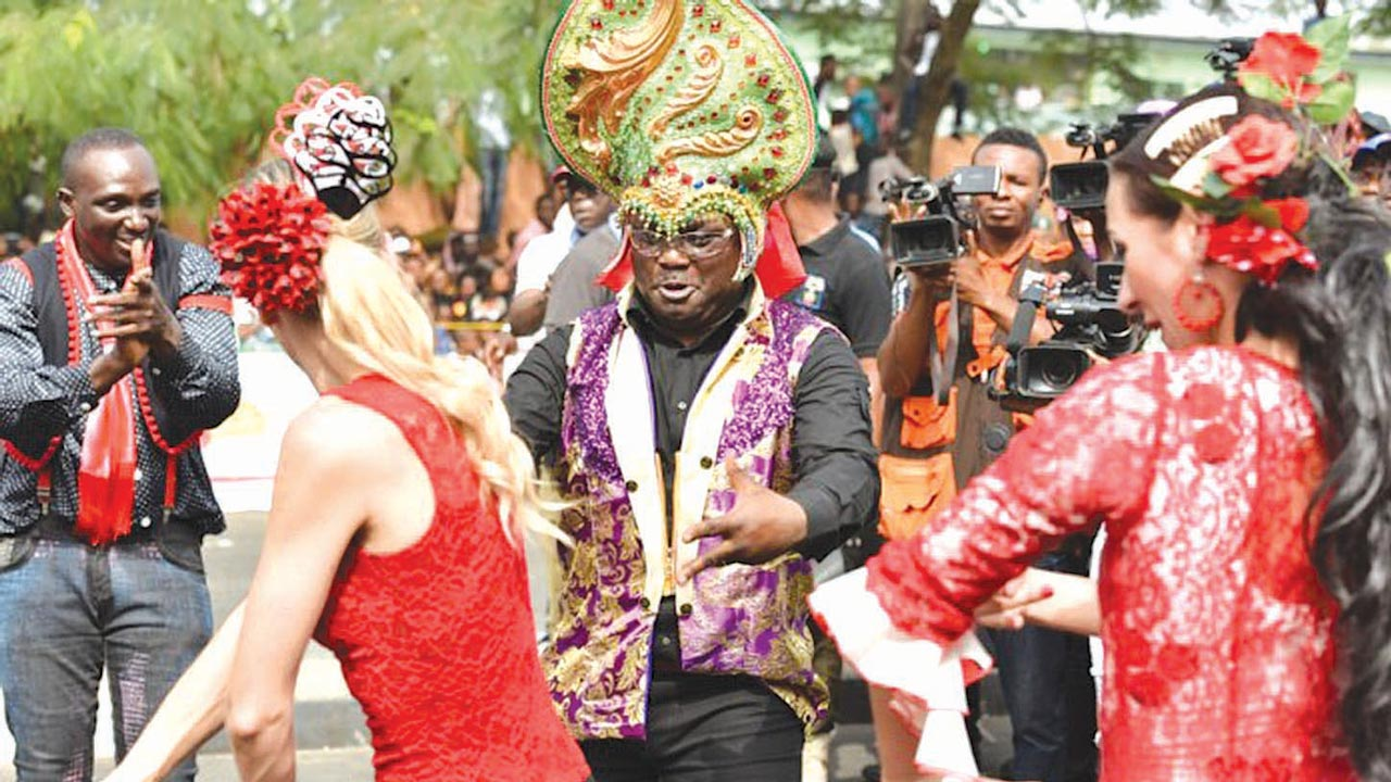 Gov. Ben Ayade (middle) with Team Spain at the 2015 carnival in Calabar.