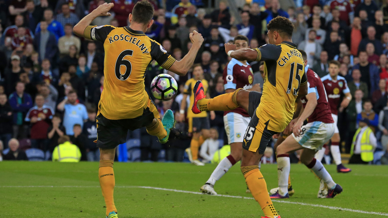 Arsenal's French defender Laurent Koscielny (L) deflects the ball into the net from English midfielder Alex Oxlade-Chamberlain's shot as Arsenal score a last minute winning goal during the English Premier League football match between Burnley and Arsenal at Turf Moor in Burnley, north west England on October 2, 2016. Arsenal won the game 1-0. PHOTO: AFP PHOTO / Lindsey PARNABY