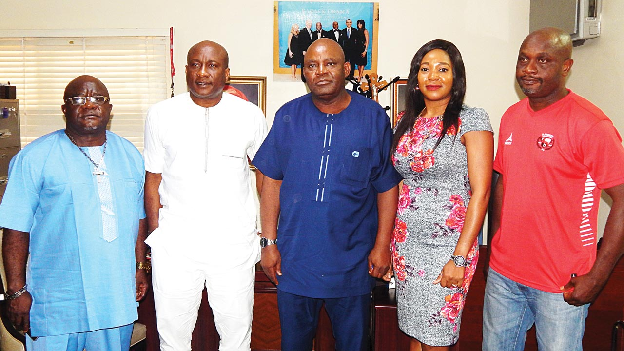 Chairman/Chief Executive Officer of Air Peace, Chief Allen Onyema, flanked by former Super Eagles' Coach and Technical Director of Enugu Rangers International Football Club, Mr. Christian Chukwu (third right), Air Peace Director of Finance, Administration, Mrs. Ejiro Eghagha, Rangers General Manager, Ozor Paul Chibuzor (left) and Marketing Manager, Mr. Ignatius Okafor (right) when the club's management paid a courtesy call on the airline.