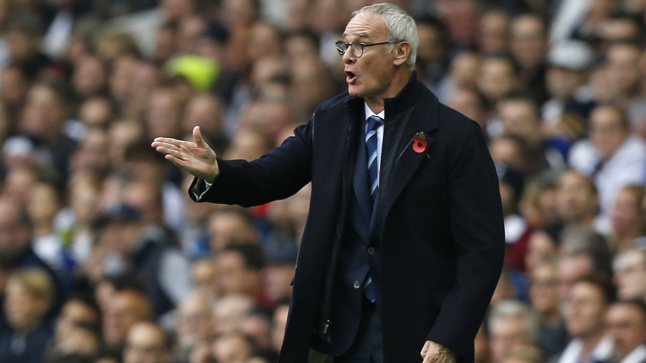 Leicester City's Italian manager Claudio Ranieri gestures on the touchline during the English Premier League football match between Tottenham Hotspur and Leicester City at White Hart Lane in London, on October 29, 2016. / AFP PHOTO / Ian KINGTON / RESTRICTED TO EDITORIAL USE. No use with unauthorized audio, video, data, fixture lists, club/league logos or 'live' services. Online in-match use limited to 75 images, no video emulation. No use in betting, games or single club/league/player publications. /