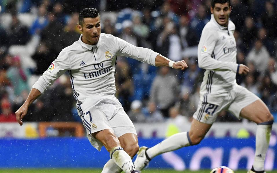 Real Madrid's Portuguese forward Cristiano Ronaldo / AFP PHOTO / CURTO DE LA TORRE