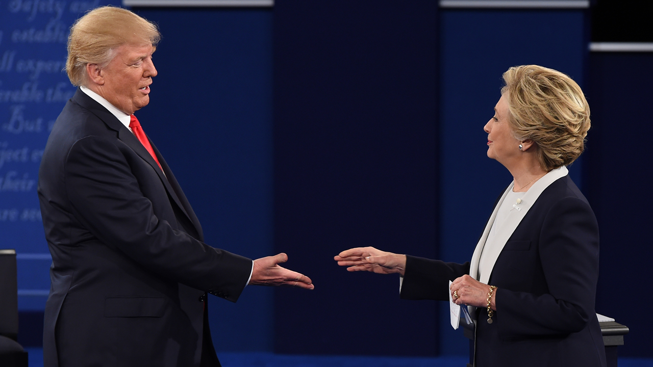 US Democratic presidential candidate Hillary Clinton and US Republican presidential candidate Donald Trump shakes hands after the second presidential debate at Washington University in St. Louis, Missouri, on October 9, 2016. / AFP PHOTO / Robyn Beck