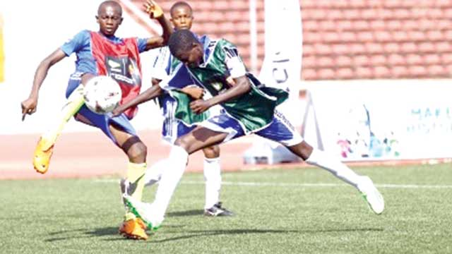 Anambra State battling with Ebonyi at the on-going Etisalat School Cup Season Three Regional Play-Offs in Enugu State…on Tuesday.