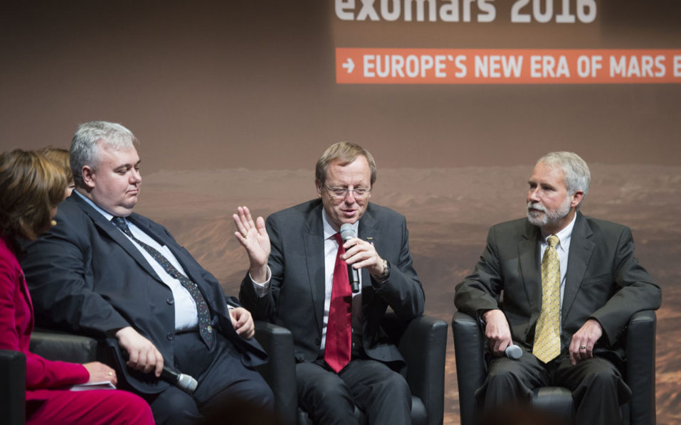 (R-L) Jim Watzin, Mars Exploration Program Director of the NASA, Jan Woerner, Director General of the ESA, and Mikhail Khailov,Deputy Director General for Automatic Space complexes of Space agency roscosmos discuss on the stage about the European-Russian ExoMars 2016 mission at the European Space Agency ESA space operation center (ESOC) in Darmstadt, Germany, on October 19, 2016.  Mission controllers were anxiously awaiting confirmation Wednesday that a tiny European craft had landed on Mars as part of an ambitious quest with Russia to find evidence of life on the Red Planet. / AFP PHOTO / THOMAS KIENZLE