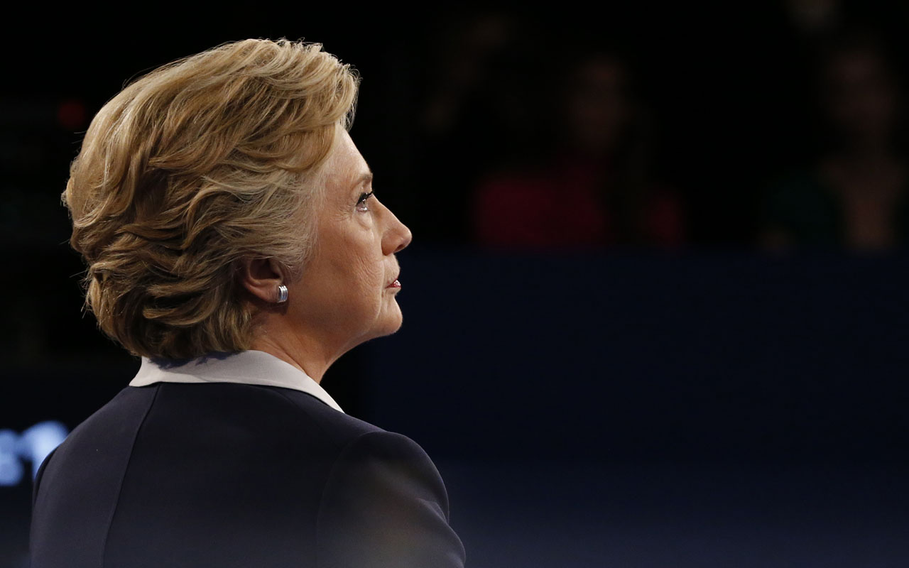 US Democratic presidential candidate Hillary Clinton / AFP PHOTO / POOL / JIM BOURG