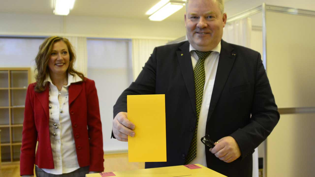 Iceland's Prime Minister Sigurdur Ingi Johannsson (R) casts his ballot next to his wife Ingibjoerg Elsa Ingjaldsdottir in a polling station in Fludir, Iceland, during the snap general election, on October 29, 2016. Icelanders vote in a snap election that could see the anti-establishment Pirate Party form the next government in the wake of the Panama Papers tax-dodging scandal and lingering anger over the 2008 financial meltdown. Halldor KOLBEINS / AFP