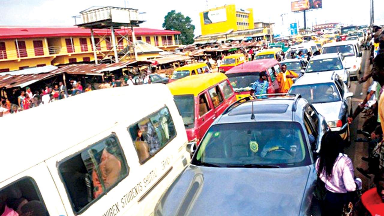 Traffic caused by the protest. PHOTOS: ALEMMA-OZIORUVA ALIU,