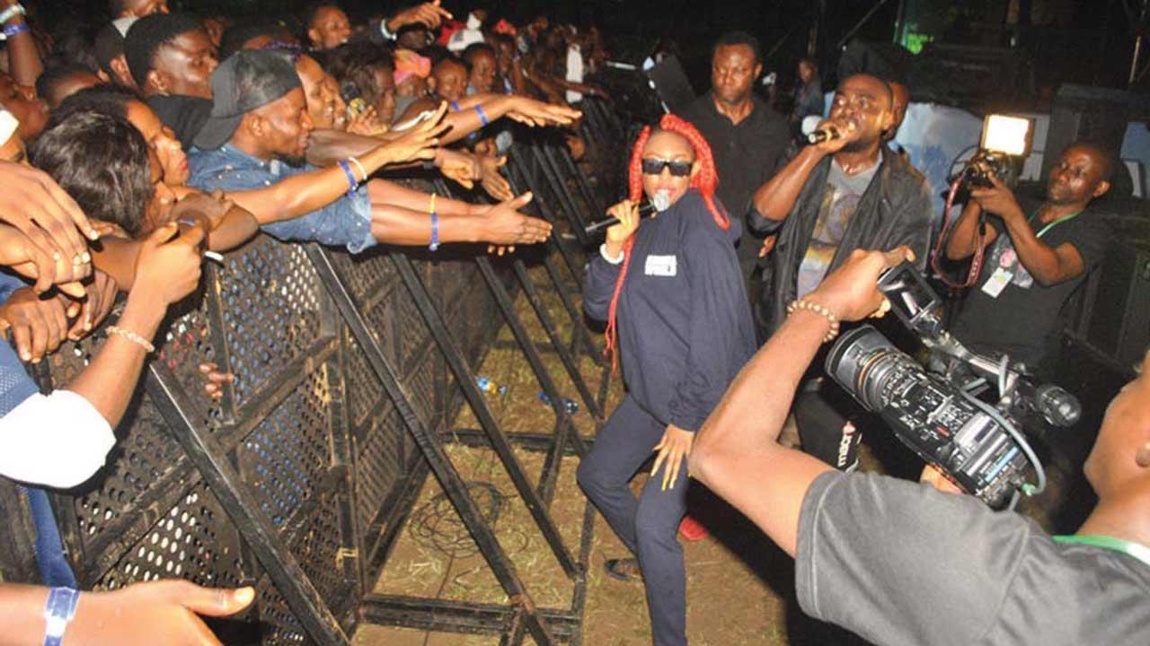 Cynthia Morgan thrilling the crowd at Star Music trek in Calabar.