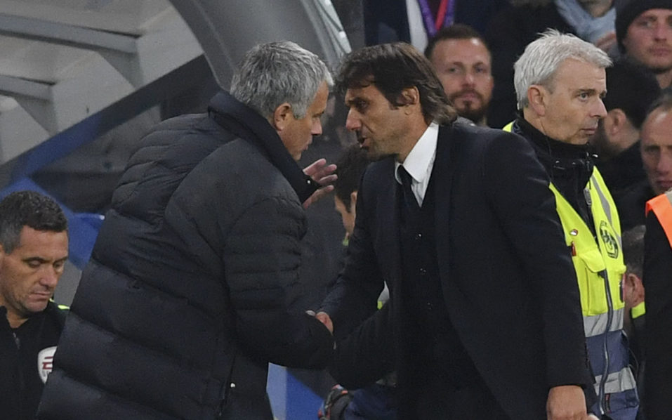 Chelsea's Italian head coach Antonio Conte (R) shakes hands with Manchester United's Portuguese manager Jose Mourinho (L) after the final whistle of the English Premier League football match between Chelsea and Manchester United at Stamford Bridge in London on October 23, 2016. / AFP PHOTO / BEN STANSALL /