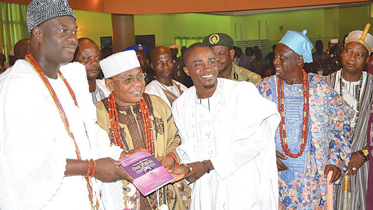 """The Ooni of Ife, Oba Adeyeye Enitan Babatunde Odunwusi, Ojaja II (l); Deji of Akure, Oba Aladetoyinbo Ogunlade Aladelusi (Odundun II); and the author, Mr. Olalekan Fabilola, at the launch of """"Owe Yoruba""""."""