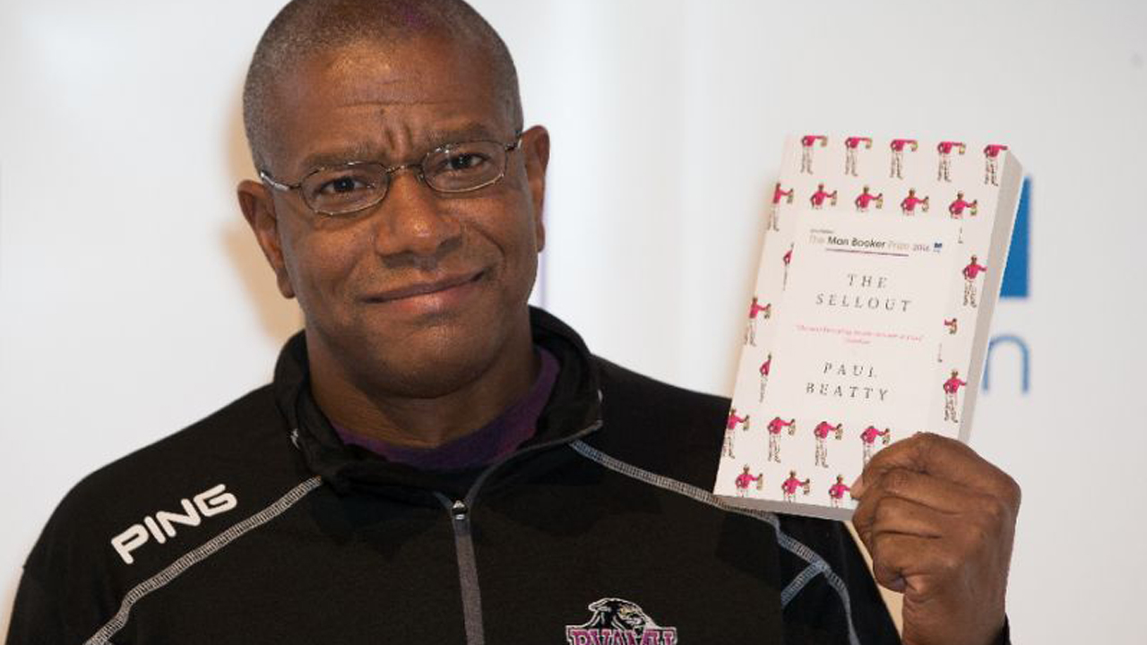 US author Paul Beatty poses at a photocall in London on October 24, 2016 (AFP Photo/Daniel Leal-Olivas)
