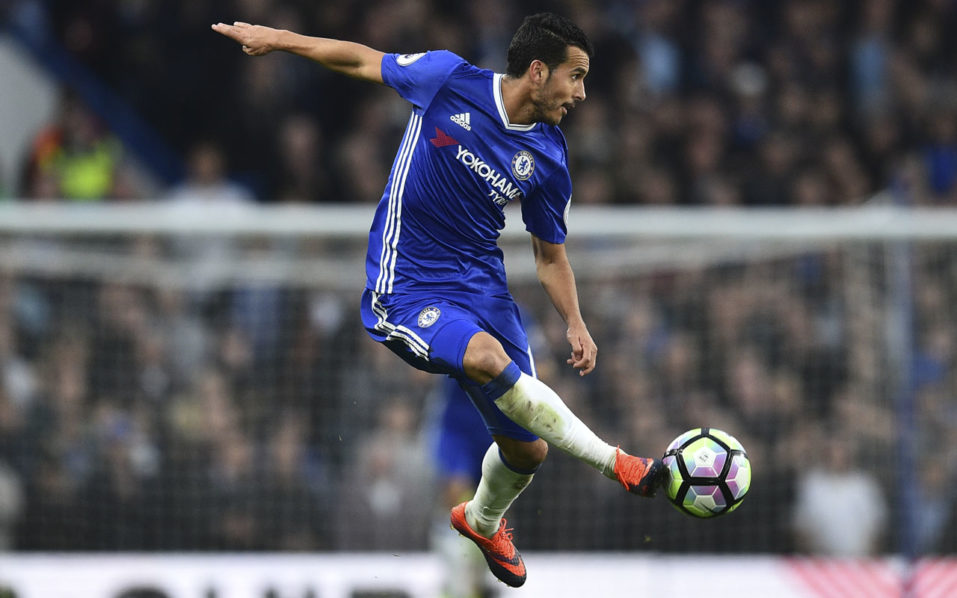 Chelsea's Spanish midfielder Pedro controls the ball during the English Premier League football match between Chelsea and Manchester United at Stamford Bridge in London on October 23, 2016. / AFP PHOTO / GLYN KIRK /