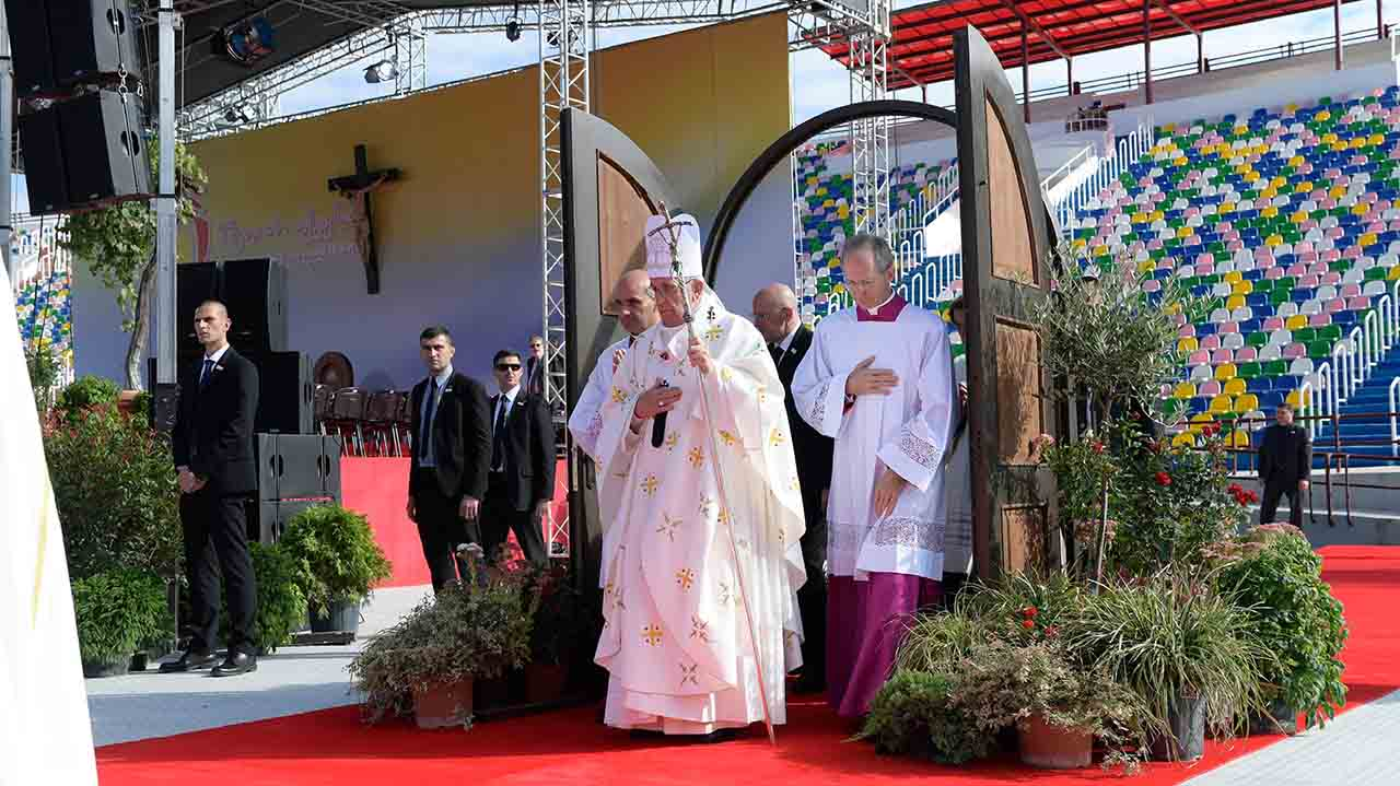"This handout picture released by the Vatican press office shows Pope Francis during a mass at the Mikheil Meskhi stadium on October 1, 2016 in Tbilisi as part of his trip to Georgia and Azerbaijan. / AFP PHOTO / OSSERVATORE ROMANO / HO / RESTRICTED TO EDITORIAL USE - MANDATORY CREDIT ""AFP PHOTO / OSSERVATORE ROMANO"" - NO MARKETING NO ADVERTISING CAMPAIGNS - DISTRIBUTED AS A SERVICE TO CLIENTS"