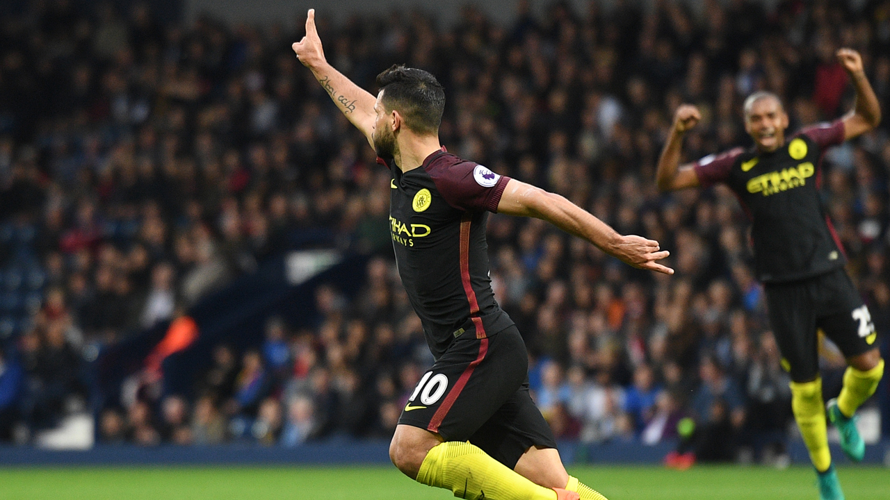 Manchester City's Argentinian striker Sergio Aguero celebrates after scoring their second goal during the English Premier League football match between West Bromwich Albion and Manchester City at The Hawthorns stadium in West Bromwich, central England, on October 29, 2016. AFP PHOTO / Justin TALLIS