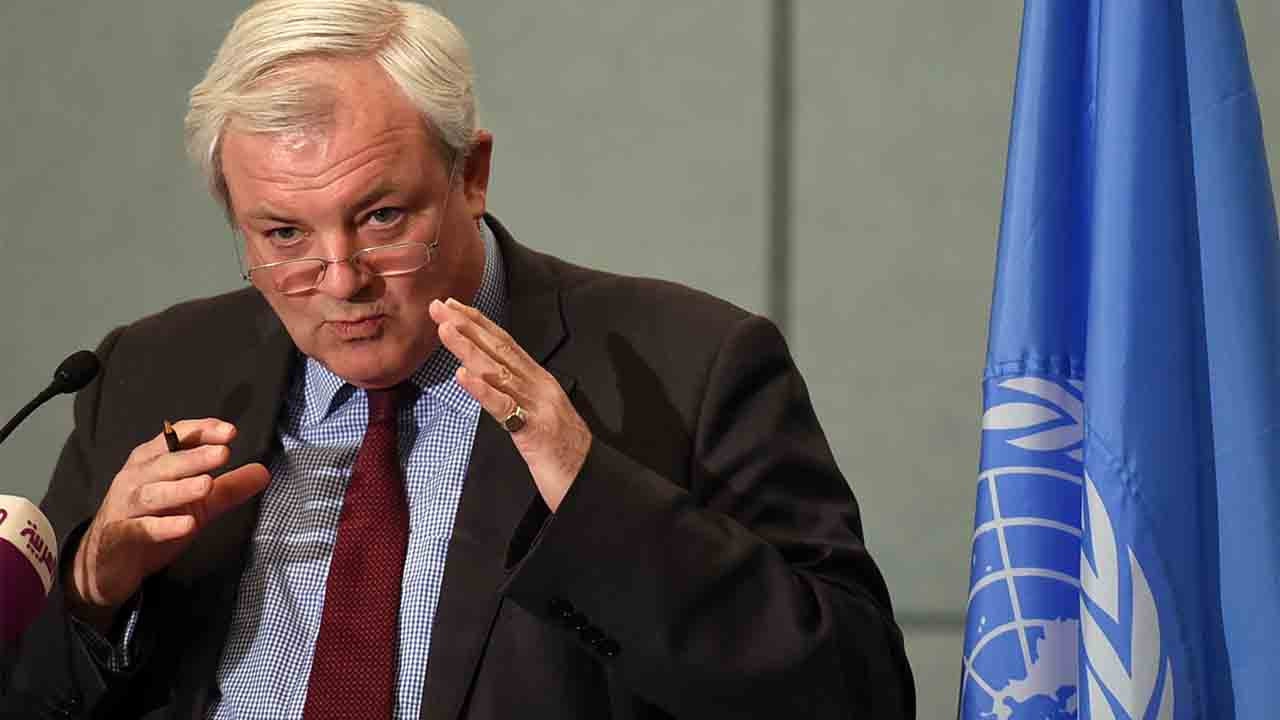 United Nations aid chief Stephen O'Brien speaks during a press conference in the Saudi capital Riyadh on October 5, 2016. O'Brien told reporters that aid flow needed to increase at the Red Sea port, through which 80 to 90 percent of Yemen's supplies transited before the war. / AFP PHOTO / FAYEZ NURELDINE