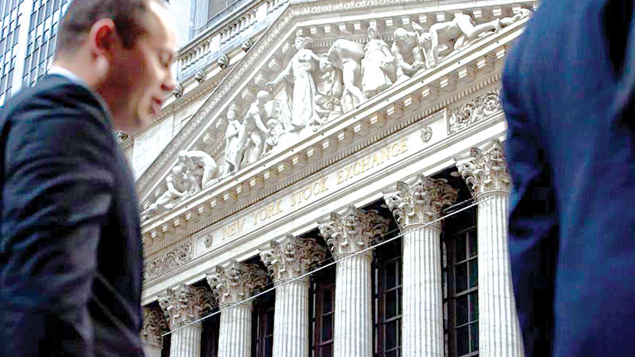 A pedestrian walks past the New York Stock Exchange (NYSE) Photographer: Michael Nagle/Bloomberg