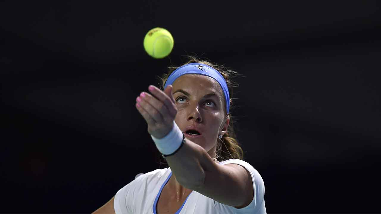 Russia's Svetlana Kuznetsova serves the ball to Australia's Daria Gavrilova during the Kremlin Cup tennis tournament final match in Moscow on October 22, 2016. / AFP PHOTO / ALEXANDER NEMENOV