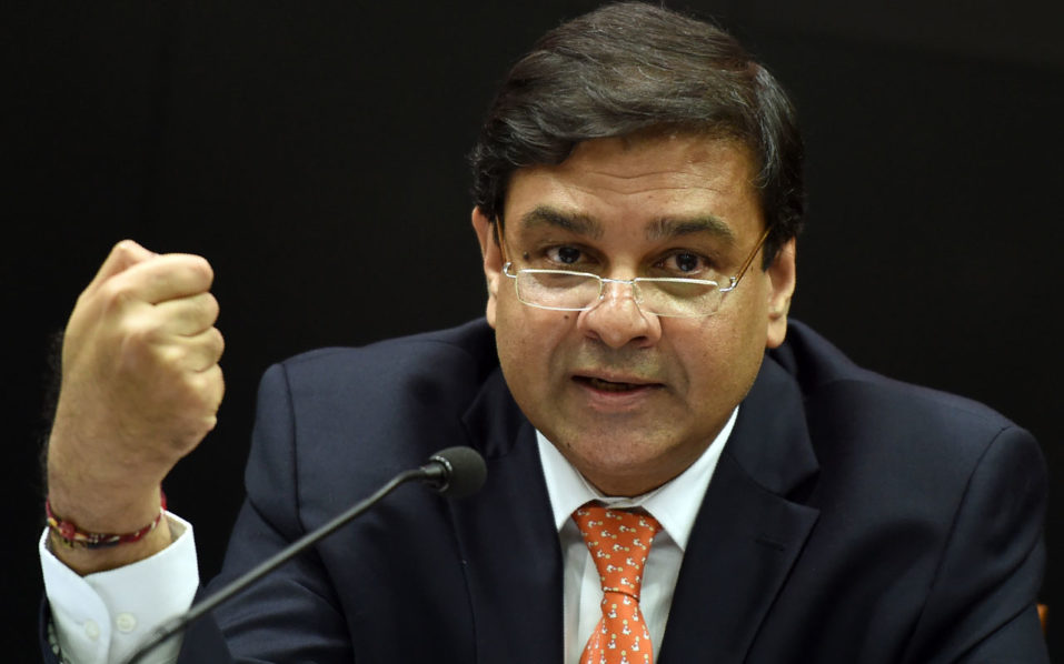 Reserve Bank of India (RBI) Governor Urjit Patel gestures as he speaks during a news conference in Mumbai on October 4, 2016. India's central bank cut interest rates to a six-year low of 6.25 percent on October 4, citing a good monsoon, in its first monetary policy decision under new governor Urjit Patel.  / AFP PHOTO / PUNIT PARANJPE