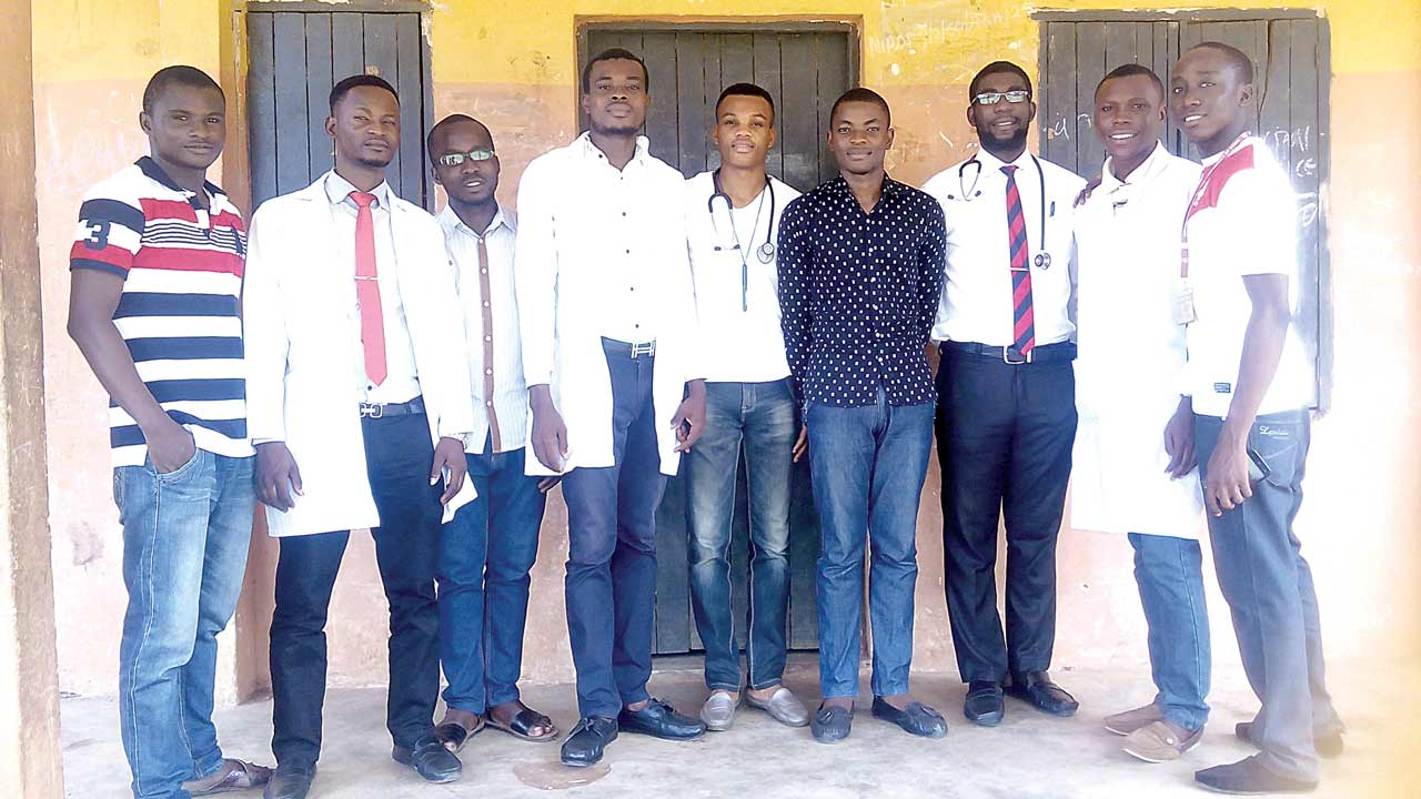 UNIBEN medical students on volunteer service