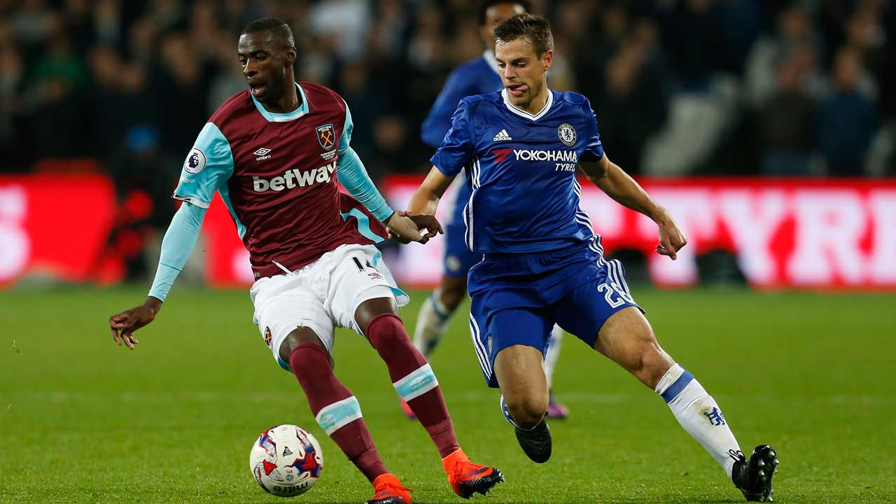 West Ham United's Spanish midfielder Pedro Obiang (L) vies with Chelsea's Spanish defender Cesar Azpilicueta during the EFL (English Football League) Cup fourth round match between West Ham United and Chelsea at The London Stadium in east London on October 26, 2016.  Ian KINGTON / AFP
