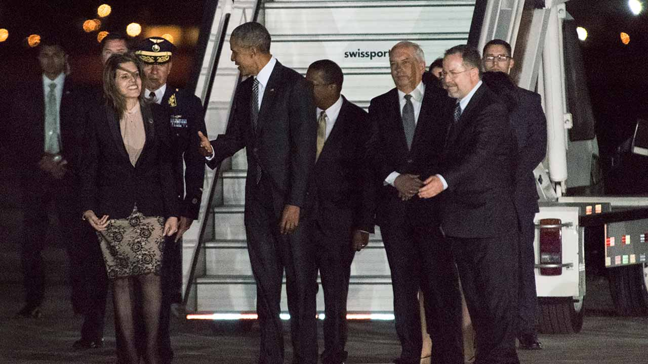 This handout photo taken on November 18, 2016 and released by the official APEC Peru 2016 organisation shows US President Barack Obama (C) gesturing toward Peru's Vice President Mercedes Araoz (front L) upon his arrival at Jorge Chavez International Airport in Lima to attend the Asia-Pacific Economic Cooperation (APEC) Summit. Obama touched down in Peru late on November 18 on the final foreign visit of his eight-year presidency, facing tough questions from assembled Pacific leaders about Donald Trump's election victory. PHOTO: STR / APEC PERU 2016 / AFP