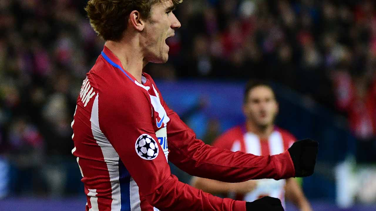 Atletico Madrid's French forward Antoine Griezmann celebrates after scoring during the UEFA Champions League Group D football match Club Atletico de Madrid vs PSV Eindhoven at the Vicente Calderon stadium in Madrid on November 23, 2016. PIERRE-PHILIPPE MARCOU / AFP
