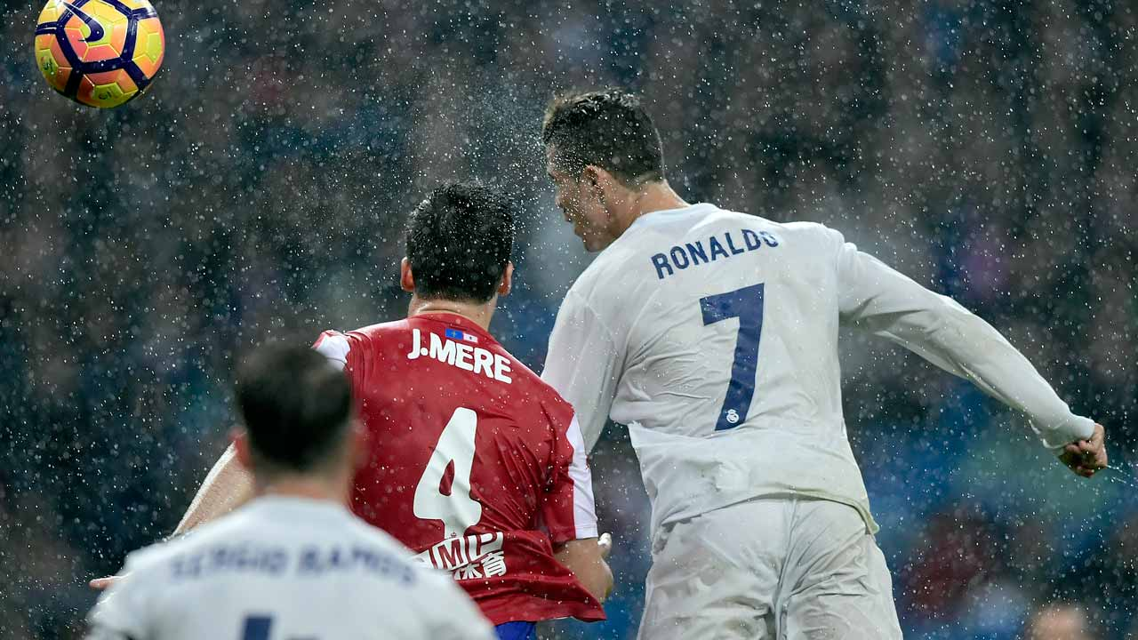 Real Madrid's Portuguese forward Cristiano Ronaldo (R) heads the ball with Sporting Gijon's defender Jorge Mere during the Spanish league football match Real Madrid CF vs Real Sporting de Gijon at the Santiago Bernabeu stadium in Madrid on November 26, 2016. PHOTO: JAVIER SORIANO / AFP