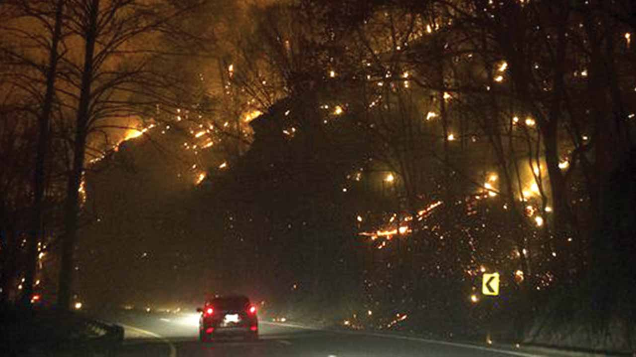 Wildfire erupts on the side of The Spur, on Highway 441, between Pigeon Forge and Gatlinburg…on Monday PHOTO: JESSICA REZAK