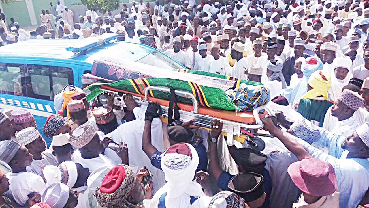 The body of the late Sultan Dasuki arriving at the Sultan Muhammad Bello Mosque ahead of Islamic funeral rites in Sokoto...yesterday