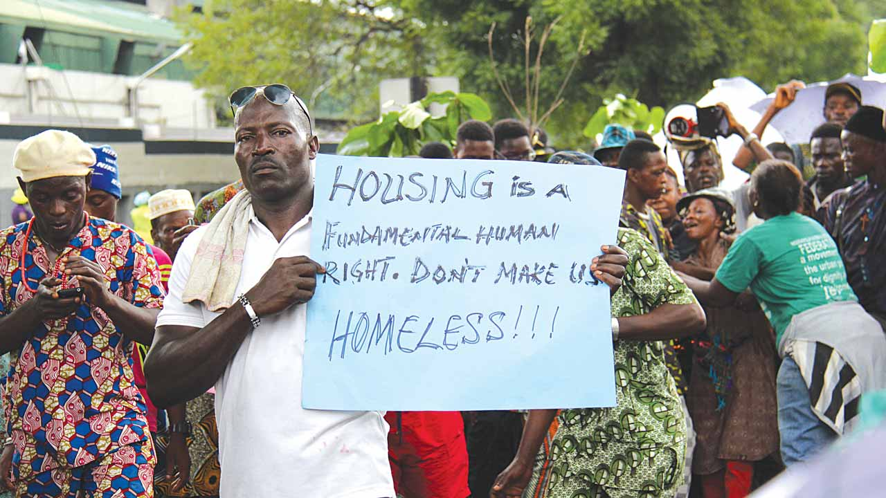 Waterways Shanties residents protesting at the Lagos House, Ikeja