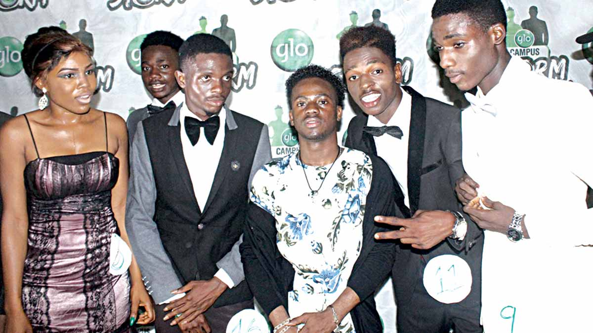 """Marvin Records protégé, Korede Bello, (Middle) flanked by some of the contestants for the """"Glo Campus Dude"""" and """"Glo Campus Diva"""" in the their evening dresses."""