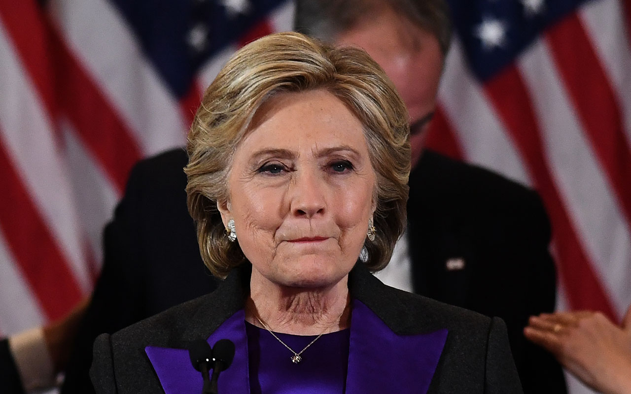 US Democratic presidential candidate Hillary Clinton makes a concession speech after being defeated by Republican president-elect Donald Trump in New York on November 9, 2016. / AFP PHOTO / JEWEL SAMAD