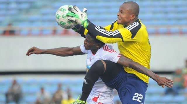 It's my ball….goalkeeper Ikechukwu Ezenwa seems to tell his challenger. He is among three goalies invited to Super Eagles camp for the World Cup qualifier against Algeria on November 12 in Uyo.