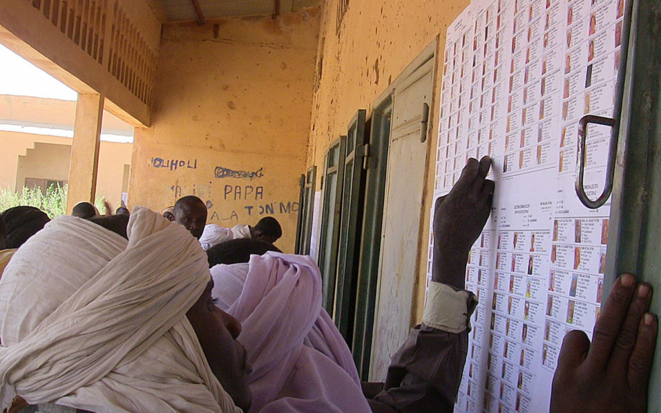Malians check for their names on a voters' list at a polling station in Gao during municipal elections on November 20, 2016. Mali is holding its first elections since 2013, the year international forces came in to tackle a rebel surge which threatened to split the country in two. / AFP PHOTO / STR