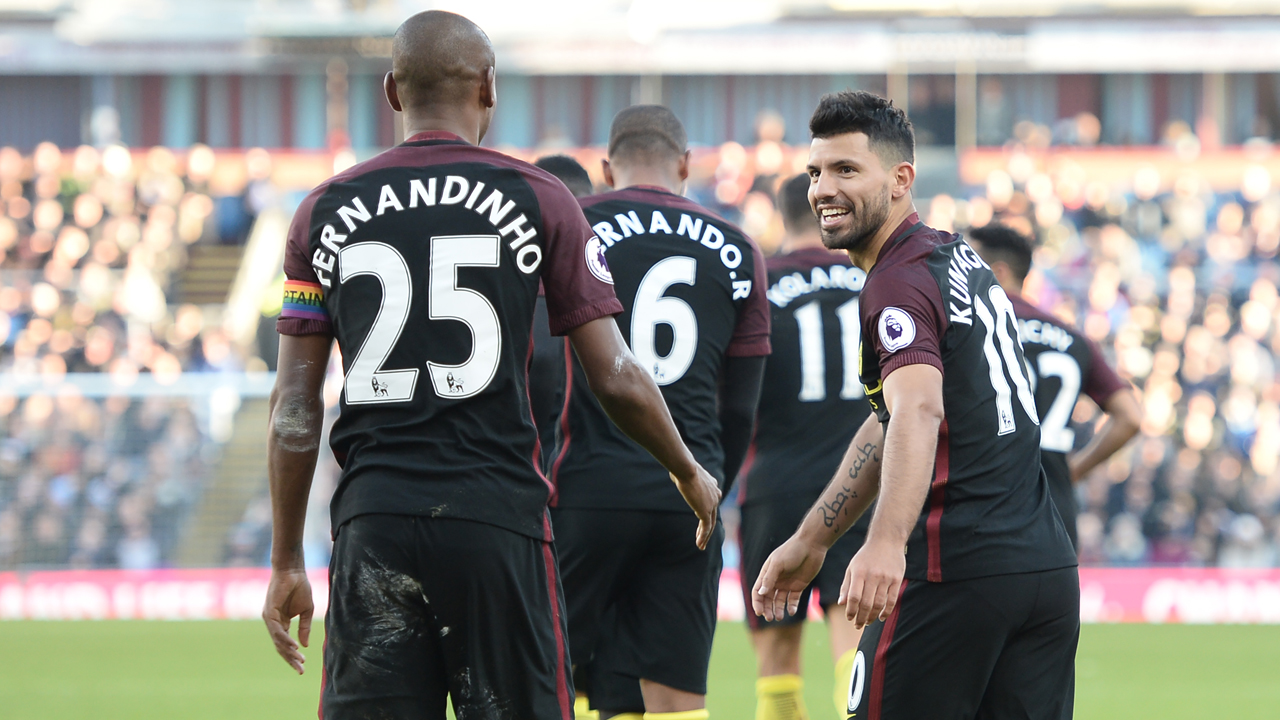 Manchester City's Argentinian striker Sergio Aguero (R) celebrates with teammates after scoring their second goal during the English Premier League football match between Burnley and Manchester City at Turf Moor in Burnley, north west England on November 26, 2016. / AFP PHOTO / Oli SCARFF