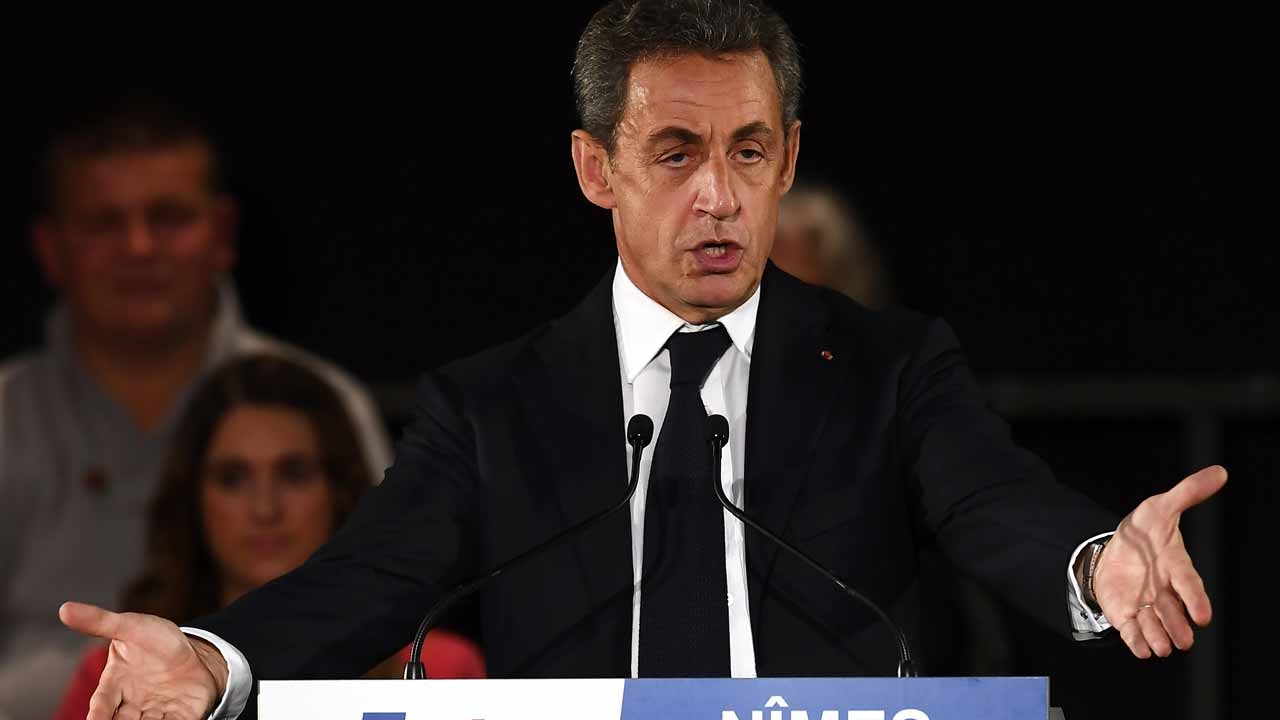 Nicolas Sarkozy, former French president and candidate for the right-wing Les Republicains (LR) party primary ahead of the 2017 presidential election, gestures as he delivers a speech during a public meeting in Nimes on November 18, 2016. PASCAL GUYOT / AFP