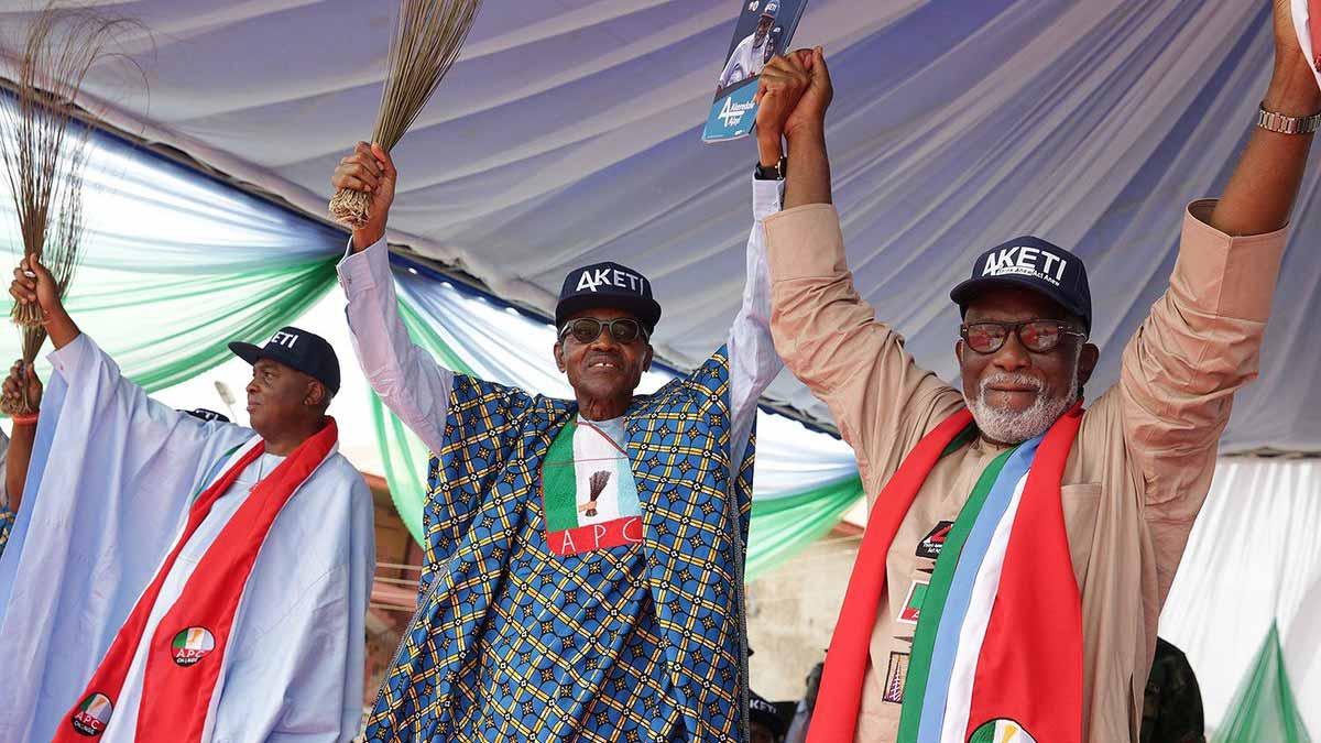 Senate President Bukola Saraki, President Muhammadu Buhari and APC governorship candidate in Ondo State, Rotimi Akeredolu at APC's rally in Ondo State on Sunday. PHOTO: TWITTER/MUHAMMADU BUHARI
