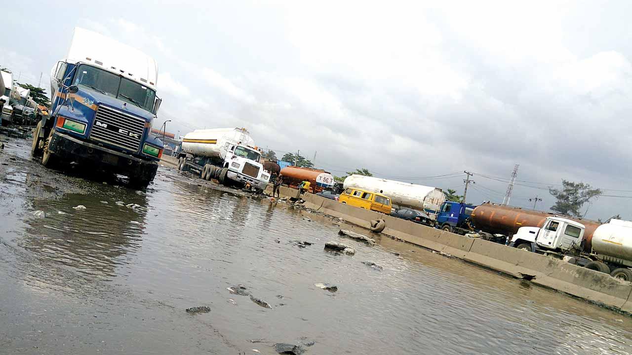 Bad spots along Oshodi/Apapa Expressway, Lagos