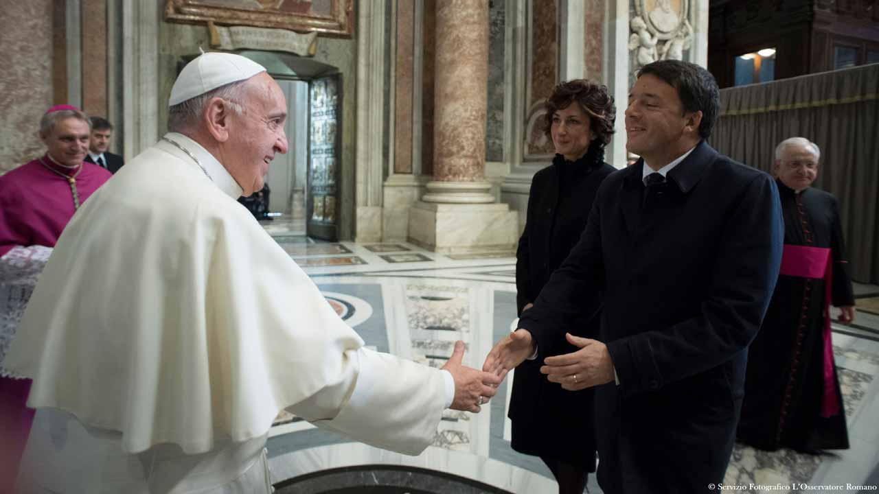This handout picture released by the Vatican press office shows Pope Francis (L) meeting with Italy's Prime Minister Matteo Renzi and his wife Agnese Landini before a mass for the closing of the Jubilee Year of Mercy on November 20, 2016 at the Vatican. HO / OSSERVATORE ROMANO / AFP