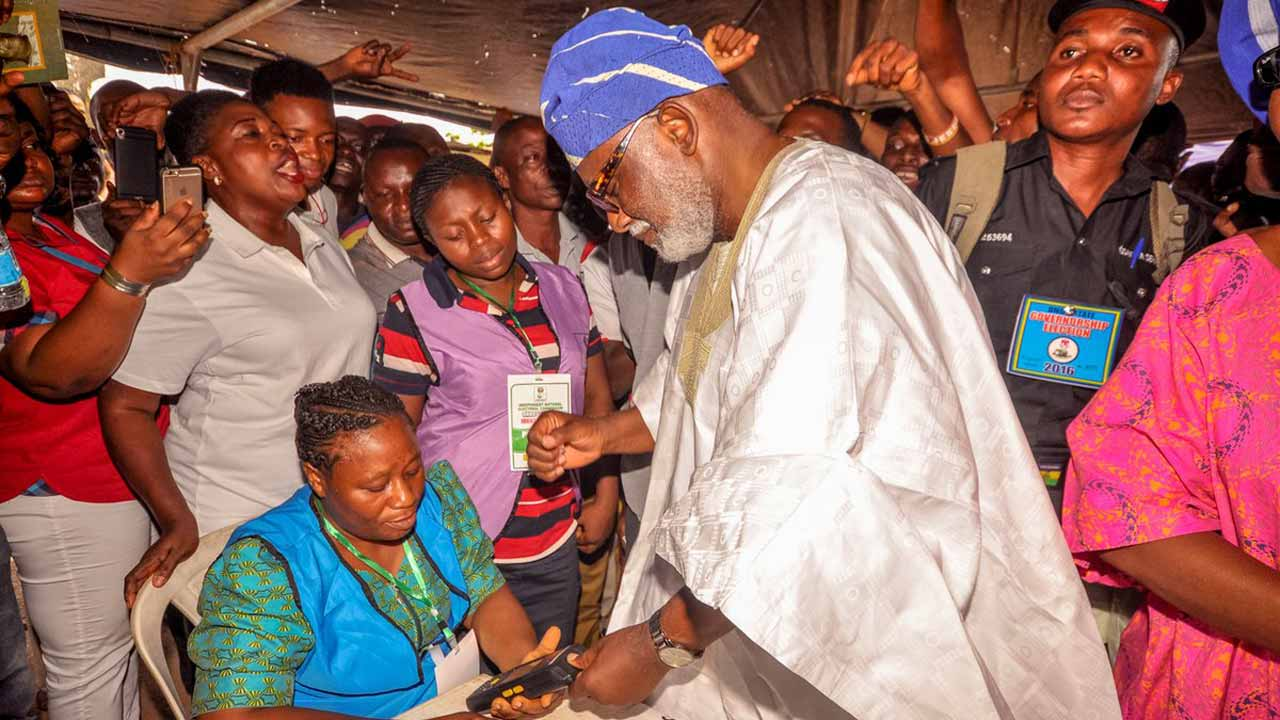 Rotimi Akeredolu, APC governorship candidate in Ondo state cast his vote. PHOTO: TWITTER.COM