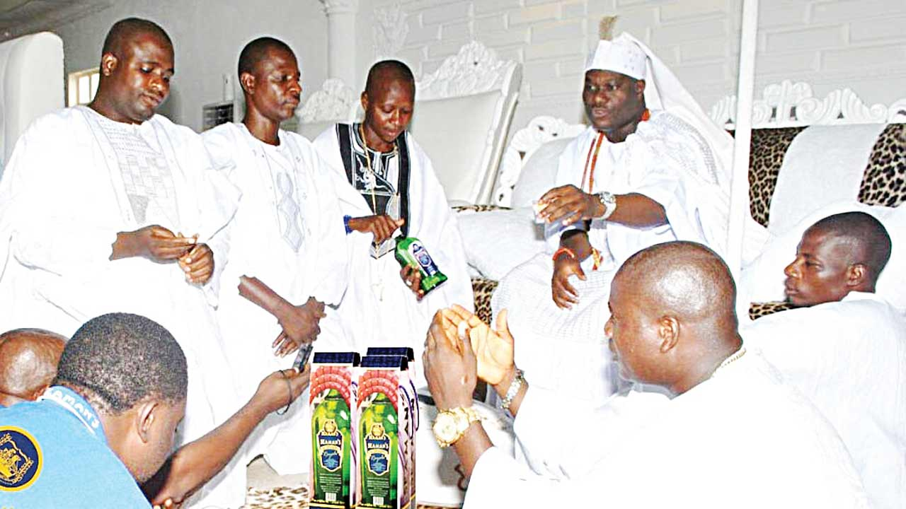 Oba Enitan Adeyeye Ogunwusi, Ojaja ll with his Chiefs in Council pouring libation and also commending Seaman's Schnapps for supporting the Olojo Festival in Ile-Ife,