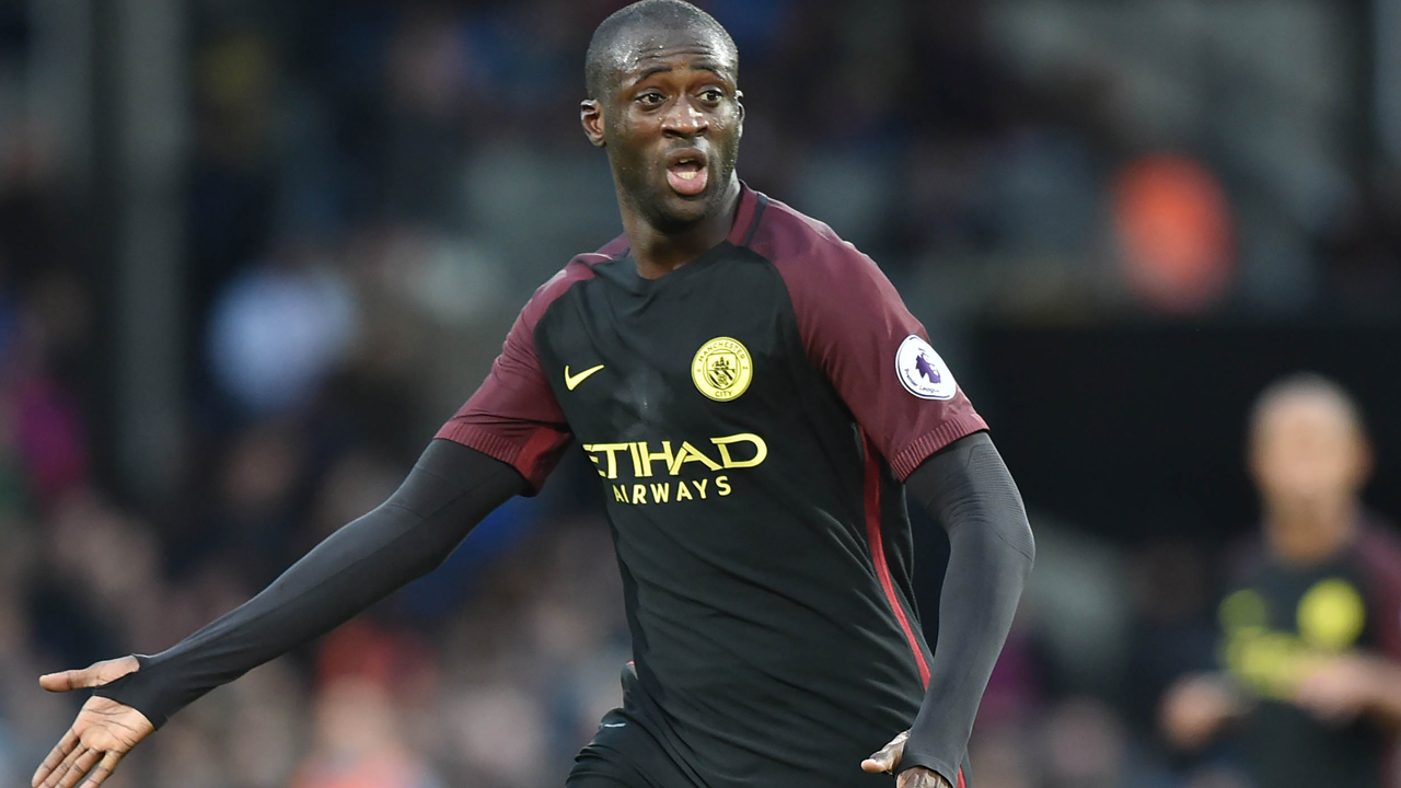 Manchester City's Ivorian midfielder Yaya Toure calls for the ball during the English Premier League football match between Crystal Palace and Manchester City at Selhurst Park in south London on November 19, 2016. / AFP PHOTO / OLLY GREENWOOD