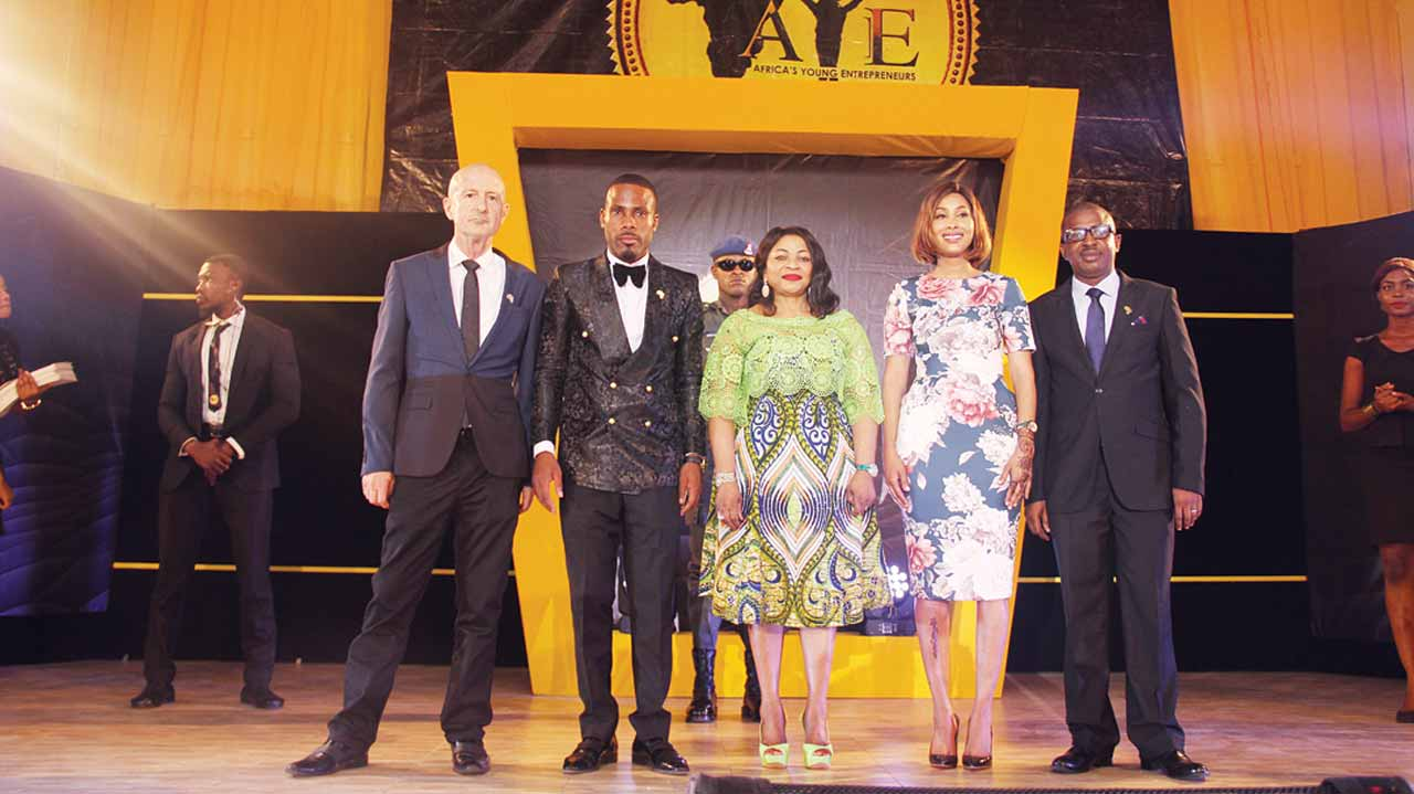 Project Director, Africa's Youth Entrepreneurs Empowerment Nigeria (AYEEN), Garth Deacon (left; President/Founder, Summy Francis; Chief Executive Matron, Mrs. Folorunso Alakija; Vice President, Ibada Ahmed and National Head, Olubunmi Oluwadare; during its entrepreneurial scheme where 500 finalists were empowered in Lagos.