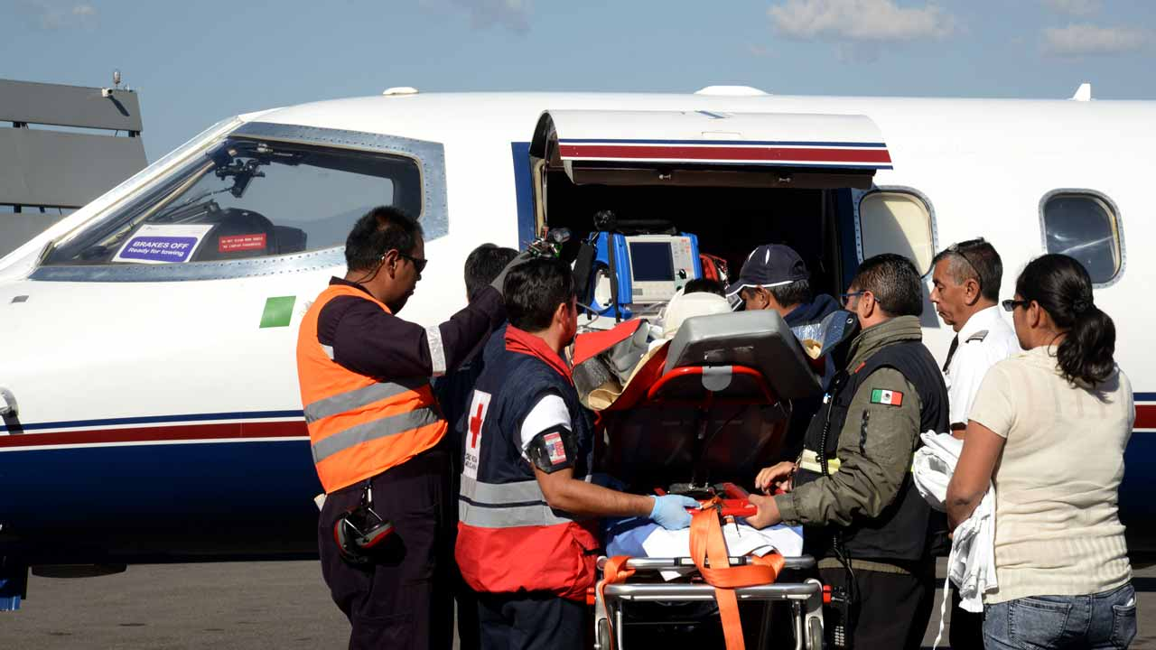 A child injured in the explosion of the fireworks market in Tultepec, a suburb of Mexico City, is transferred to an ambulance in Toluca, the capital of Mexico state, to be taken to a hospital in Galveston, Texas in the United States on December 21, 2016. Mexico worked Wednesday to identify charred bodies left by an explosion at its biggest fireworks market, as authorities investigated what caused the multi-colored salvo of destruction. Forensic experts are carrying out genetic analyses to identify the badly burned remains from Tuesday's blast. PHOTO: Crisanta Espinoza / AFP